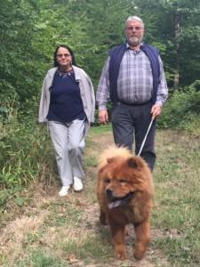 Je vous présente mes parents. Nous allons souvent promener dans la forêt toute proche.